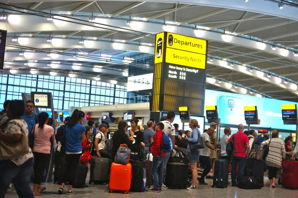 BA complains of ?dreadful? immigration queues at airports