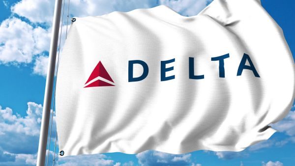 Delta hit with $10k lawsuit as aubergine sauce 'breaks' passenger's teeth
