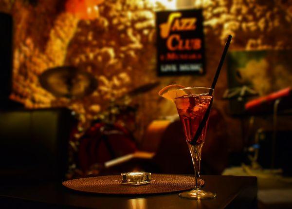À Paris, une gare métamorphosée en club de jazz