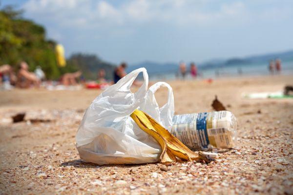 Plastiktüten-Verbot soll indonesische Strände retten