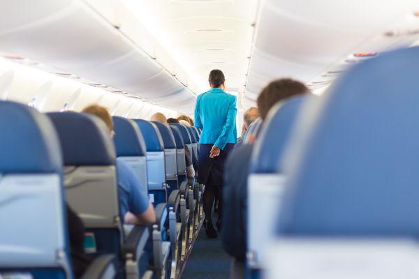 Une hôtesse de l'air photographie ses pires passagers