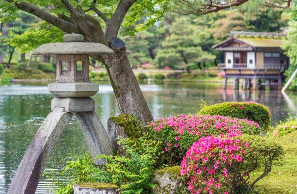 Kenrokuen Garten: ein farbenfroh Naturspiel