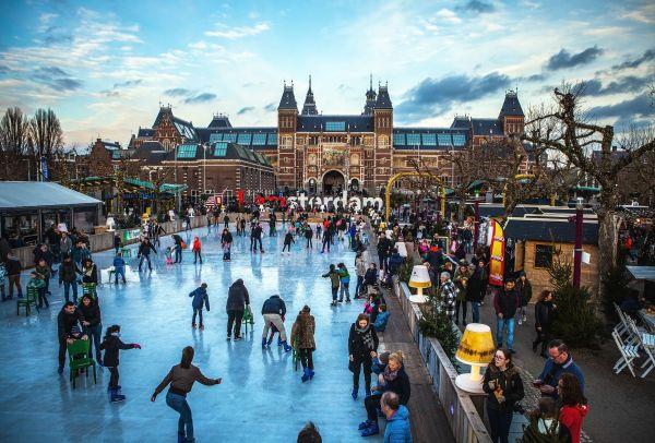 PHOTOS : Les canaux d'Amsterdam transformés en patinoire géante