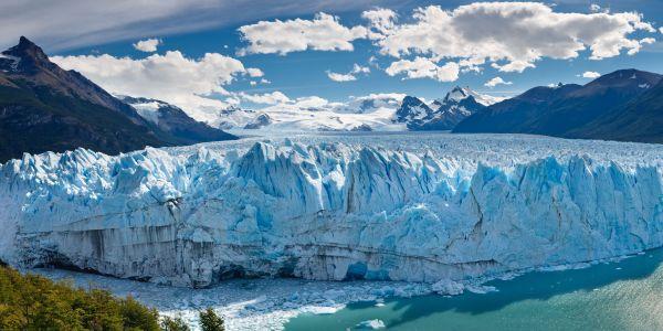 Der berühmte Perito-Moreno-Gletscher bricht ab