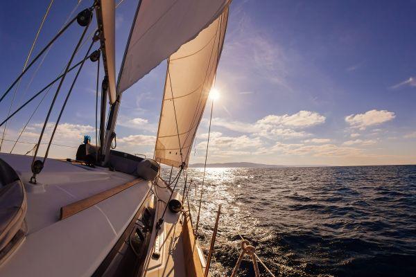 Eine Französin ergattert Weltreise auf einem Segelboot