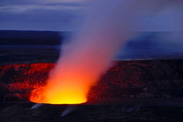 Hawaii emergency declared as volcano erupts