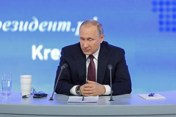 Putin opens new controversial bridge