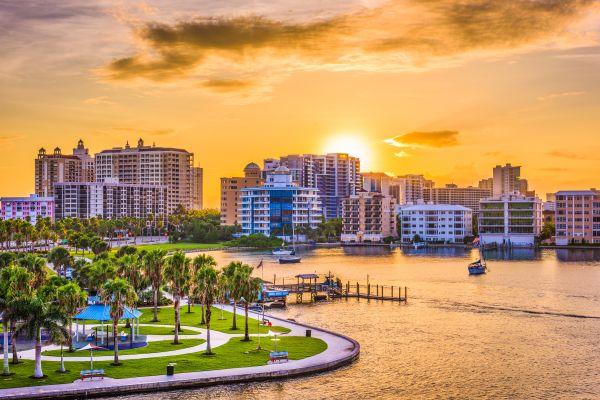 La Floride attaquée par une marée rouge qui tue sa faune aquatique