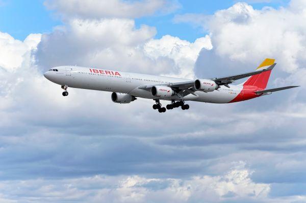 Iberia se alía con Cathay Pacific para ofrecer vuelos a Hong Kong