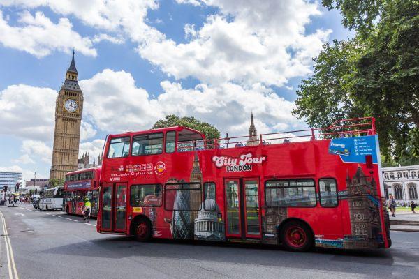 Et si on passait la nuit dans un bus anglais transformé en hôtel ?