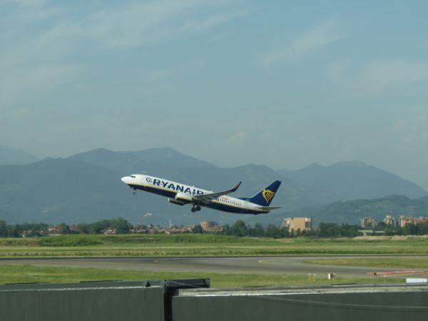 Confrontation raciste dans un vol Ryanair : la justice saisie !