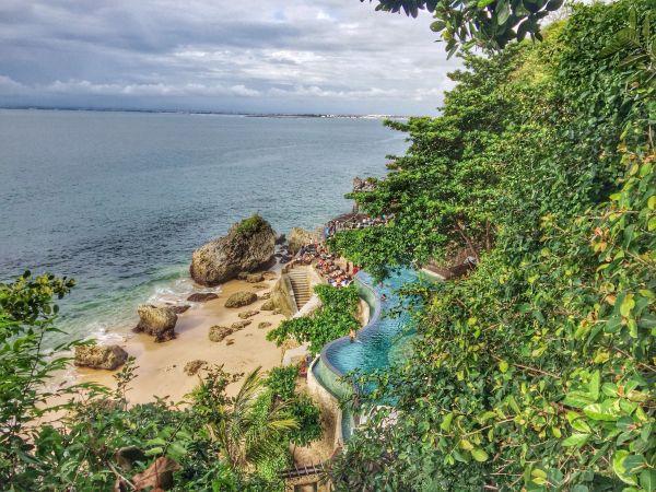 A Bali, un hôtel 5 étoiles interdit les smartphones près de la piscine