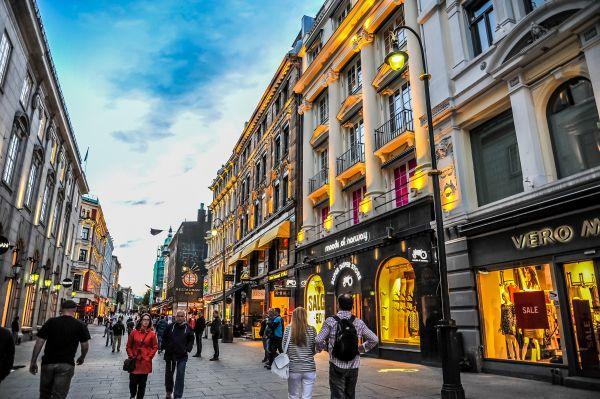 Oslo vieta le macchine nel centro storico: dal 1° gennaio la città diventa green