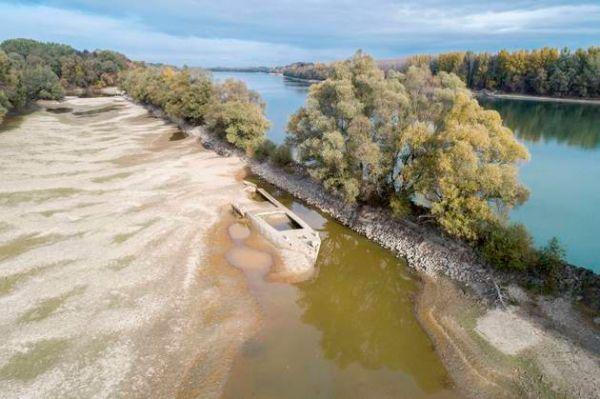 En Hongrie, l'asséchement du Danube fait ressurgir un trésor du XVIIIe siècle