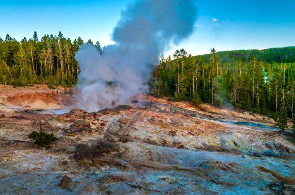 Record : le plus grand Geyser de Yellowstone est entré en éruption 30 fois