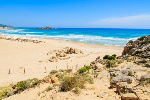 Onlus salva la spiaggia di Chia dalla privatizzazione: come aiutarli a renderla libera!
