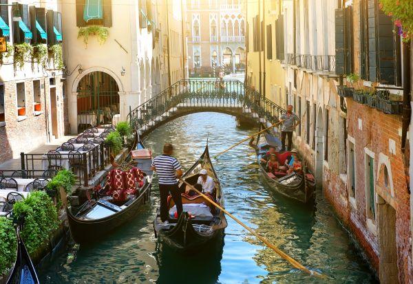 Venezia mordi e fuggi ? Arriva la tassa per chi non pernotta