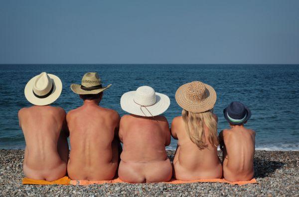 Vacances naturistes : toujours plus d'adeptes.