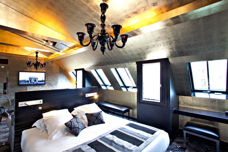 20 resplendent parisian hotel rooms to take your breath. Black Bedroom Furniture Sets. Home Design Ideas