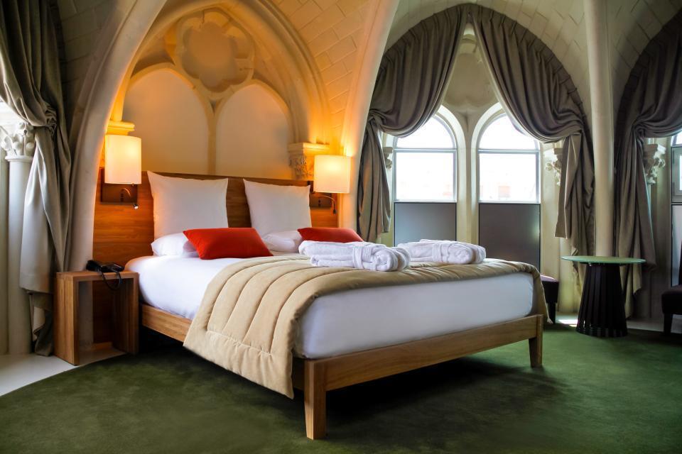 De l 39 autel l 39 h tel j 39 irai dormir dans une glise for Hotel design poitiers
