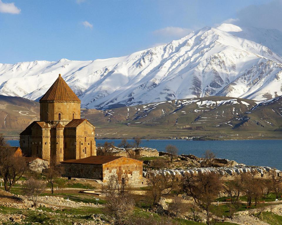 Eglise arménienne dans un décor naturel époustouflant