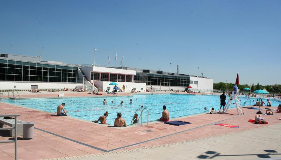 Ai docks londinesi apre una piscina urbana easyviaggio for Piscina trafalgar