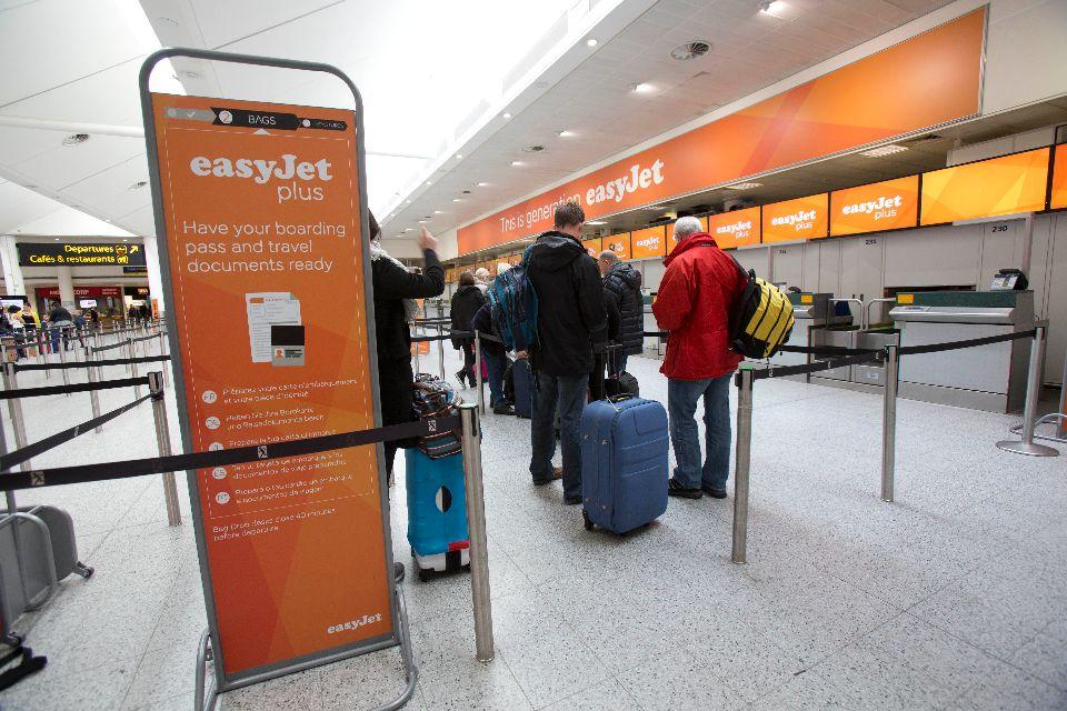 Bagage cabine easyjet les premiers seront les premiers for Interieur avion easyjet