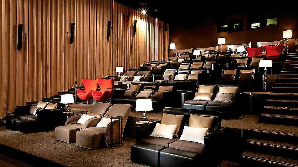 Très Voyage dans les salles de cinéma les plus incroyables du monde  IA73