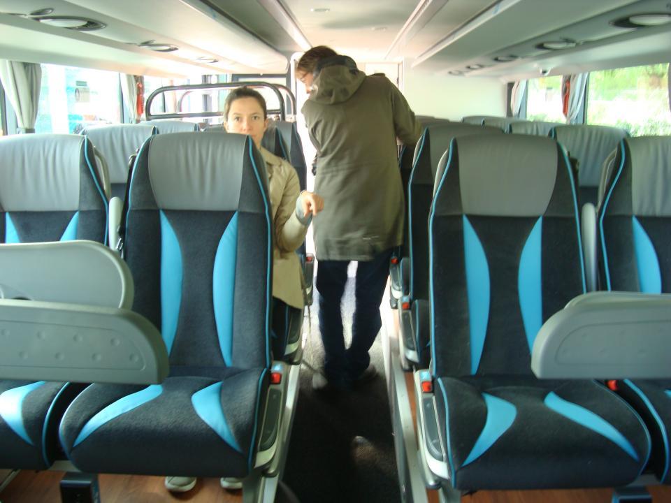wifi prises et cran dans chacun des bus