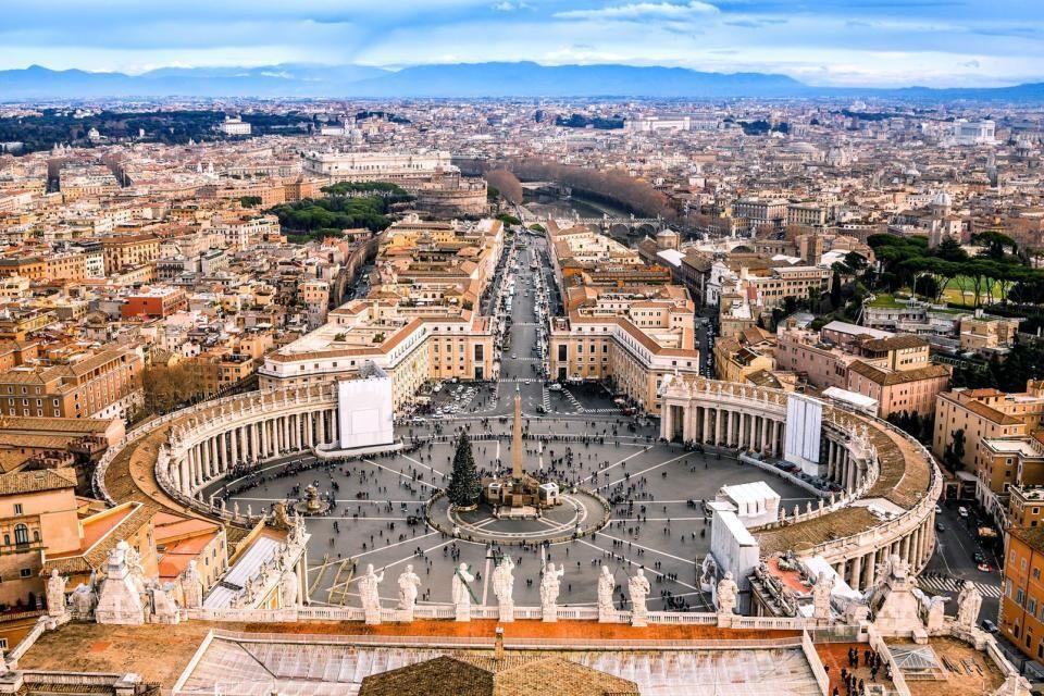 La Place Saint-Pierre de Rome au Vatican