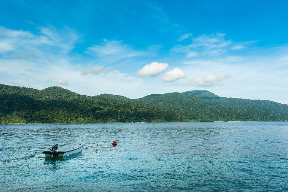 # Une île au large de l'Océan Indien