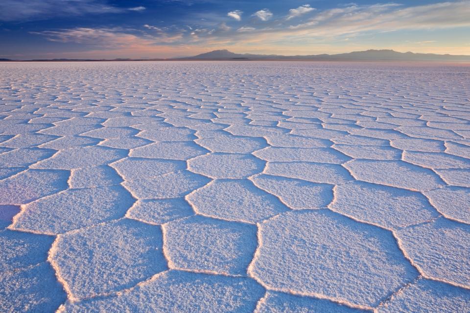 Au milieu du désert de sel en Bolivie