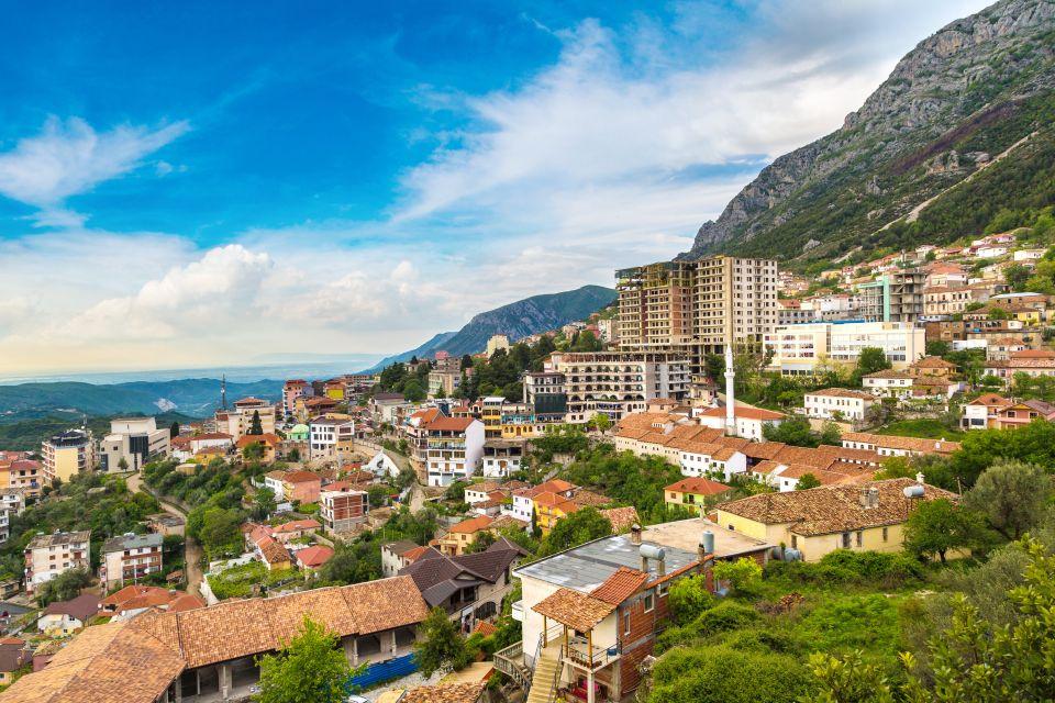 7) L'Albanie