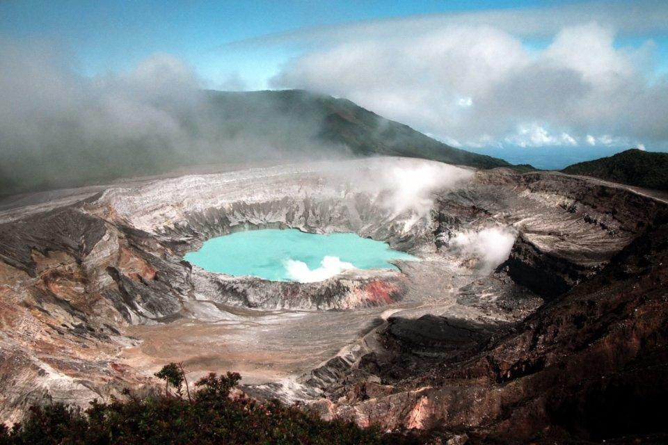 1) Le volcan Poas