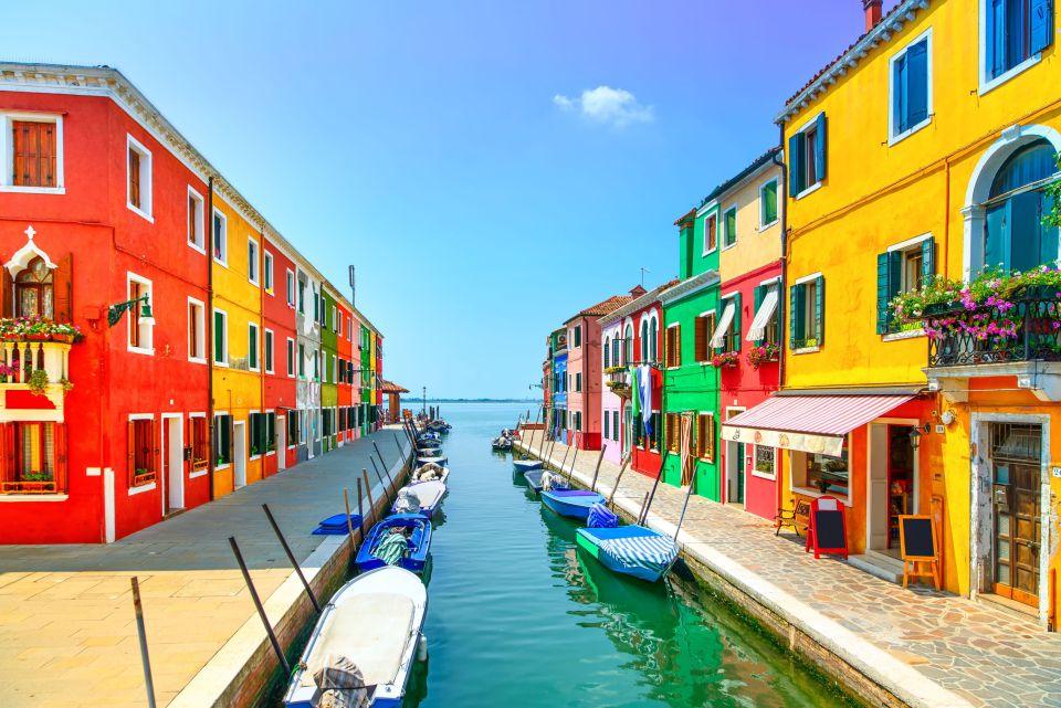 5) Burano, Italie