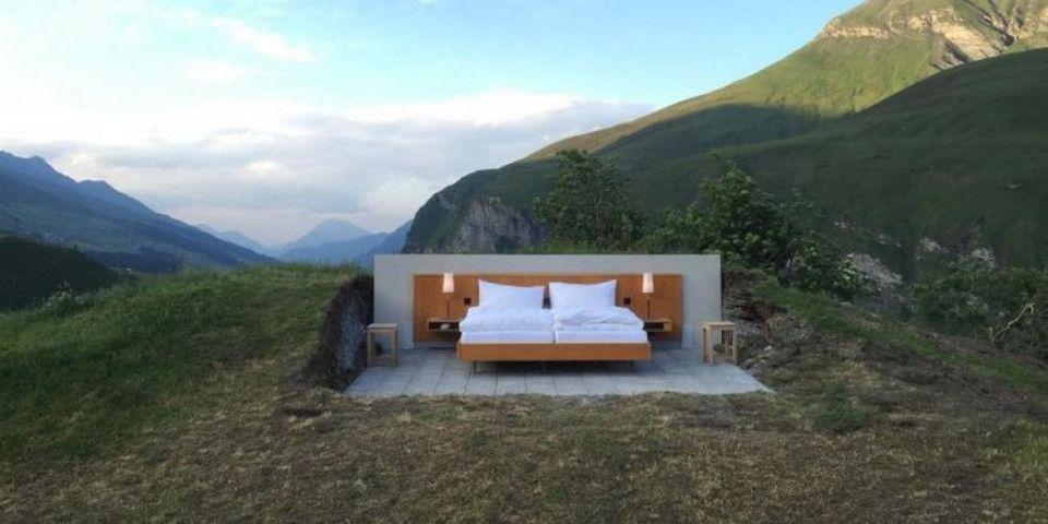 suisse dormir dehors dans un vrai lit en plein milieu des alpes easyvoyage. Black Bedroom Furniture Sets. Home Design Ideas