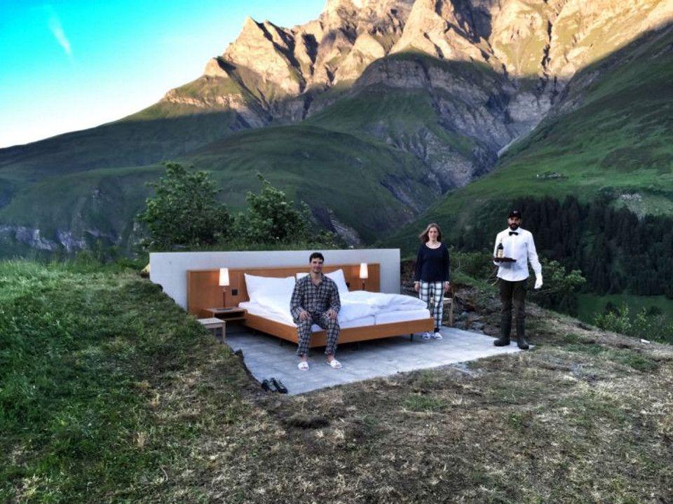 suisse dormir dehors dans un vrai lit en plein milieu. Black Bedroom Furniture Sets. Home Design Ideas