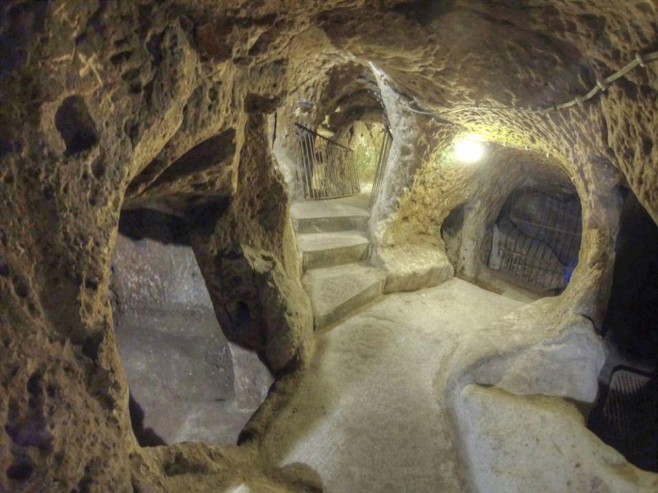 En turc, Derinkuyu signifie 'puits profond'
