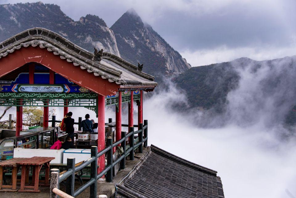 Temple taoiste reconverti en salon de thé au sommet