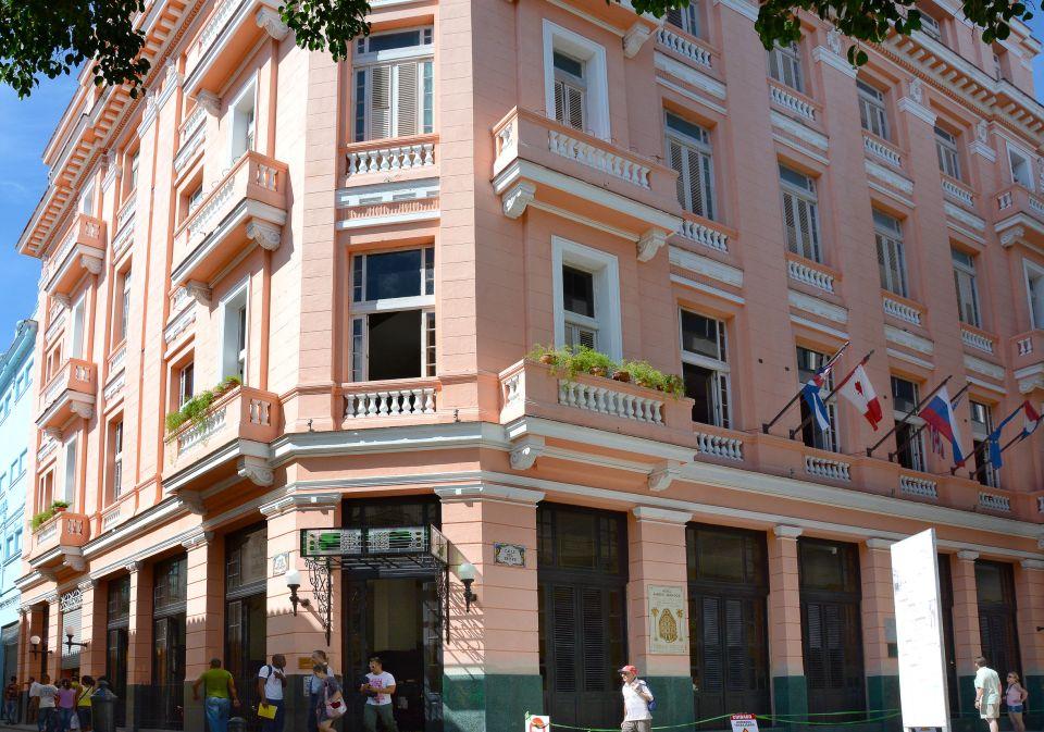 Les bars et hôtels à touristes refusent d'accueillir les Cubains