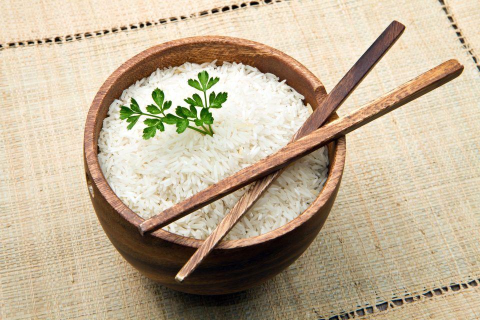 Planter ses baguettes dans le riz