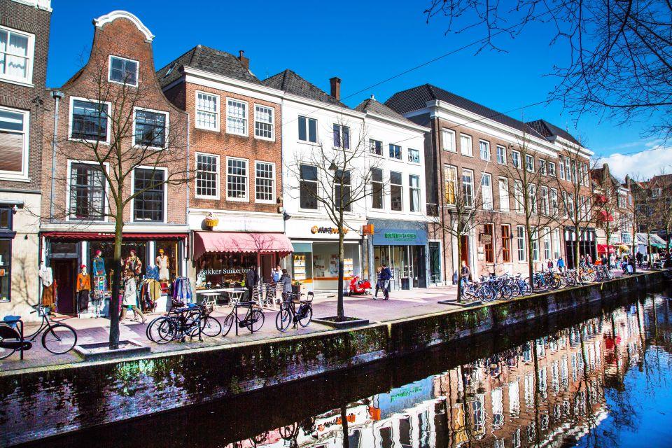 Rue colorée typique de Delft