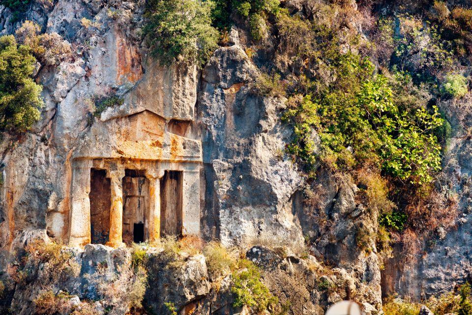 Lo spettacolo delle tombe licie in turchia easyviaggio for Case che sembrano castelli