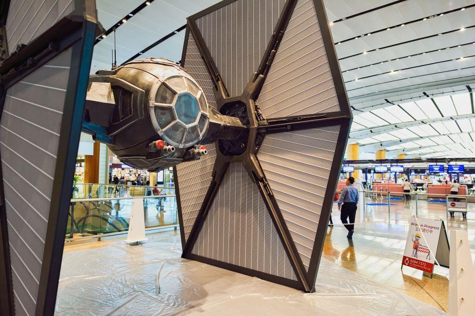 Modèle de TIE fighter dans l'aéroport de Changi