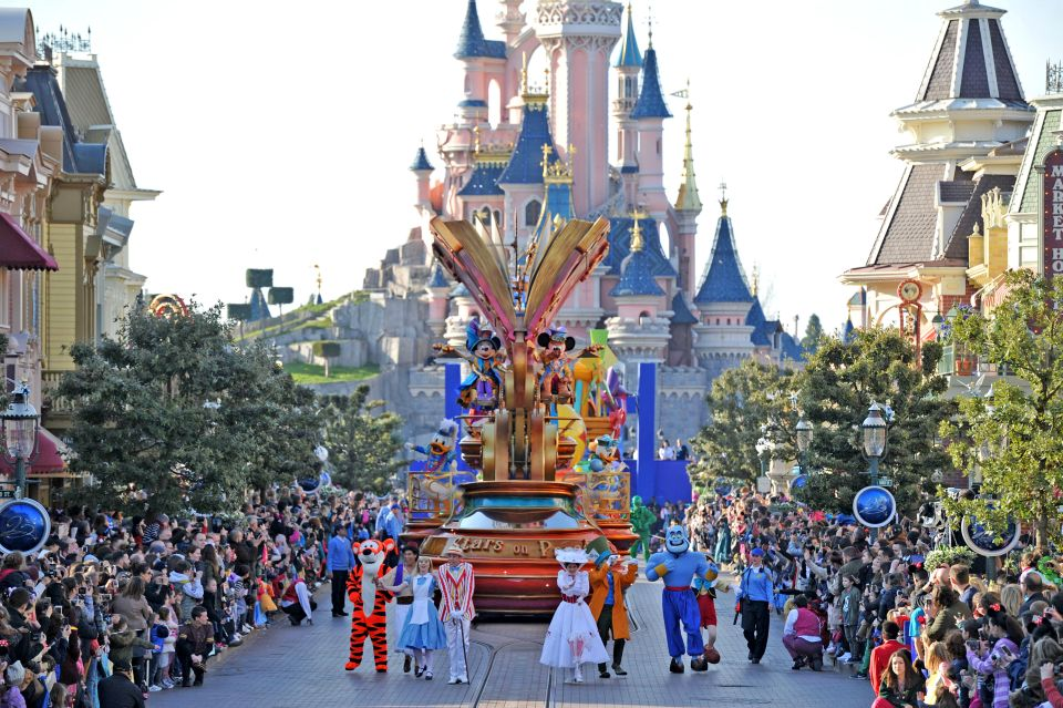 Disneyland Paris compie 25 anni e festeggia alla grande ...