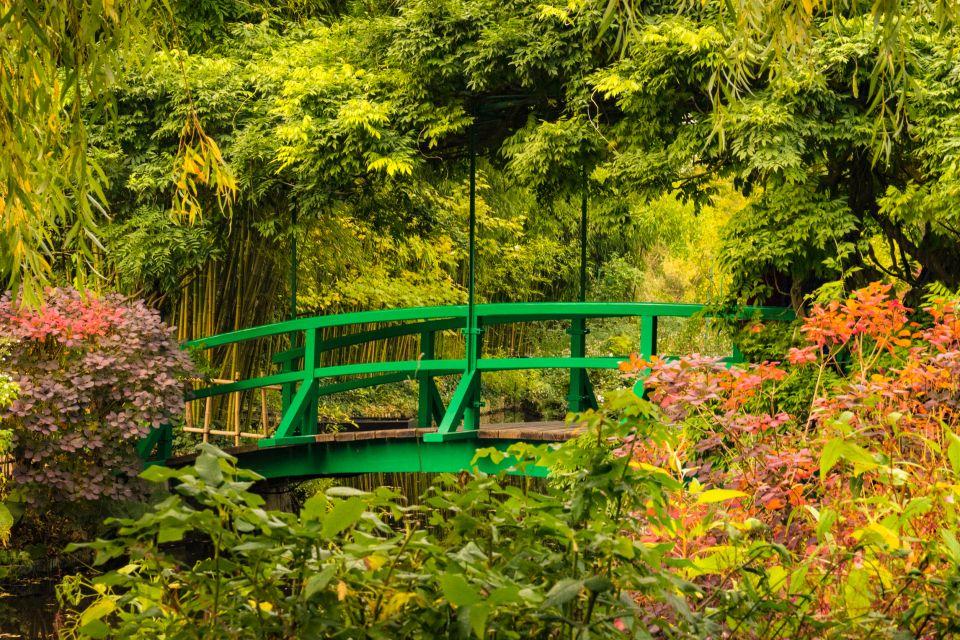 Los puentes del estanque de agua