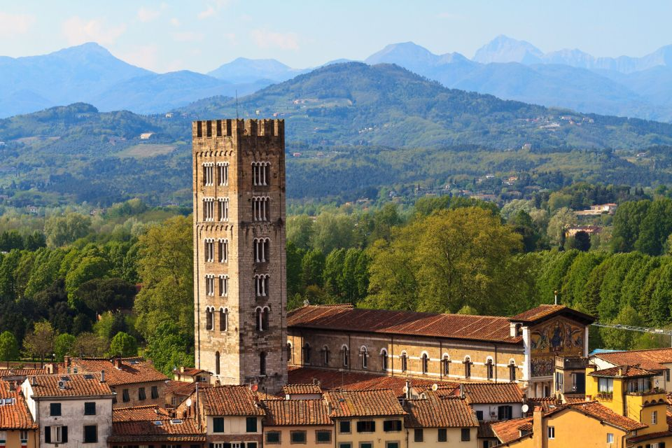 Stroll along the high walls of Lucca