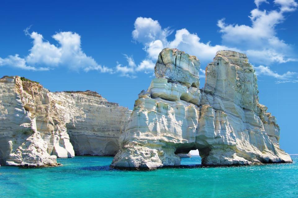 Le belle formazioni rocciose di Milos, nelle Cicladi