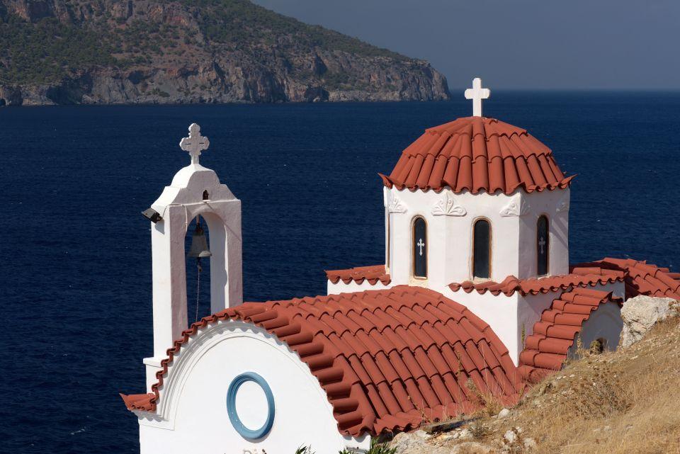 Una delle deliziose chiese di cui Karphatos é piena