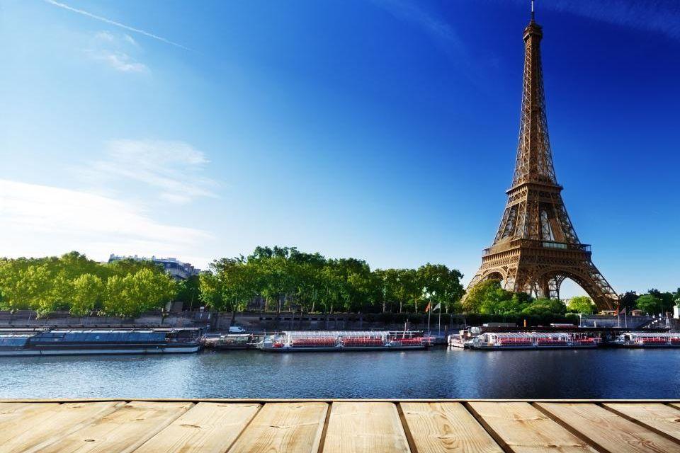 1) La tour Eiffel